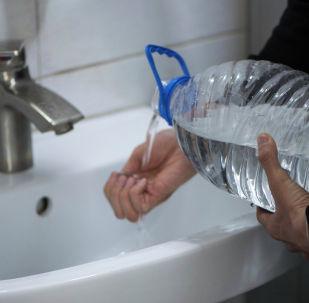 Отключение воды в Бишкеке. Архивное фото