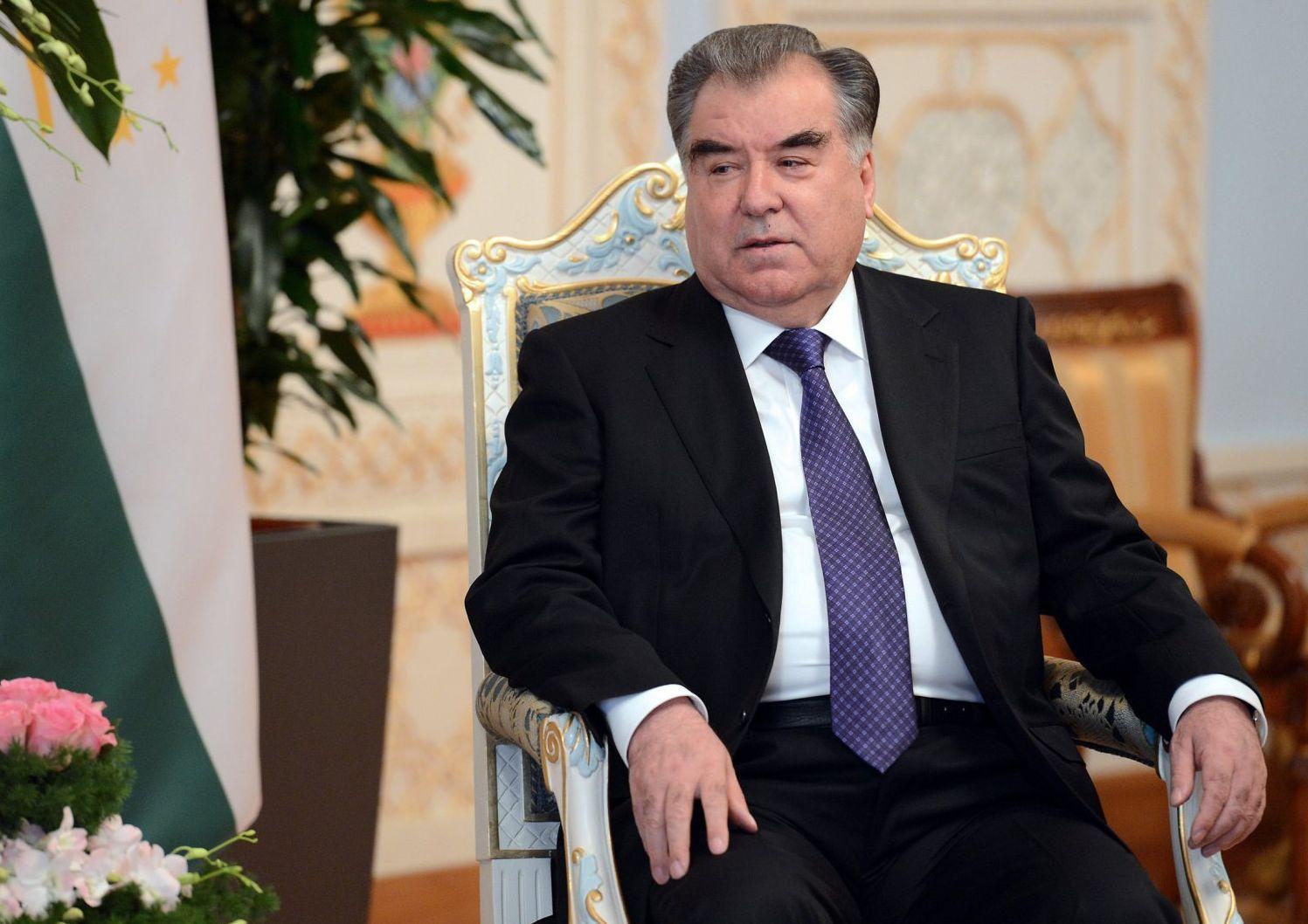 Пезидент Таджикистана Эмомали Рахмон на встрече с кыргызстанским коллегой Сооронбаем Жээнбековым в Душанбе