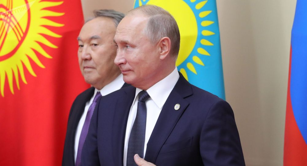 Президент РФ Владимир Путин и экс-президент Казахстана Нурсултан Назарбаев. Архивное фото