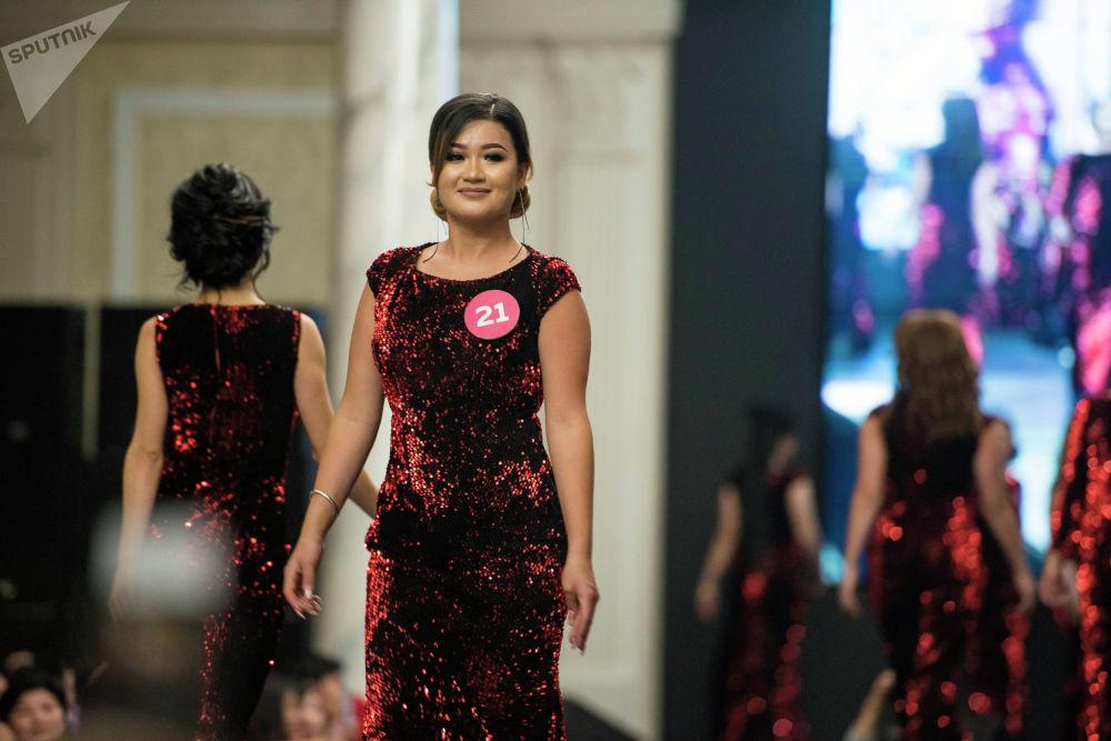 Красавицы должны были представить себя в четырех конкурсах — визитка, видеопрезентация, национальный костюм и вечернее платье