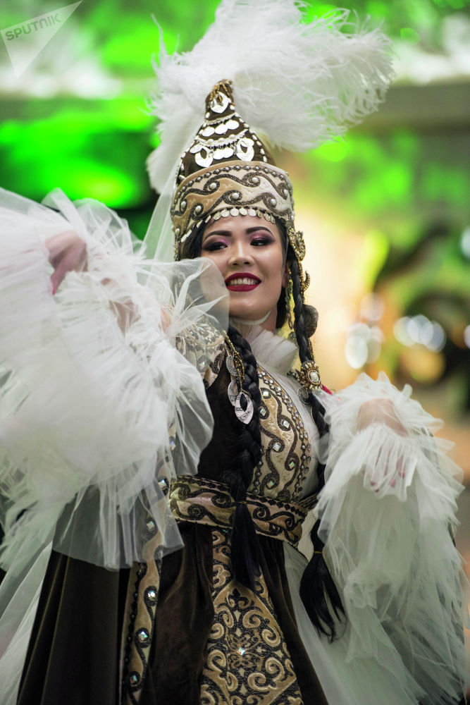Этнические мотивы в костюмах конкурсанток