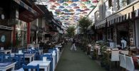 Кафе на одной из улиц в Анталье. Архивное фото