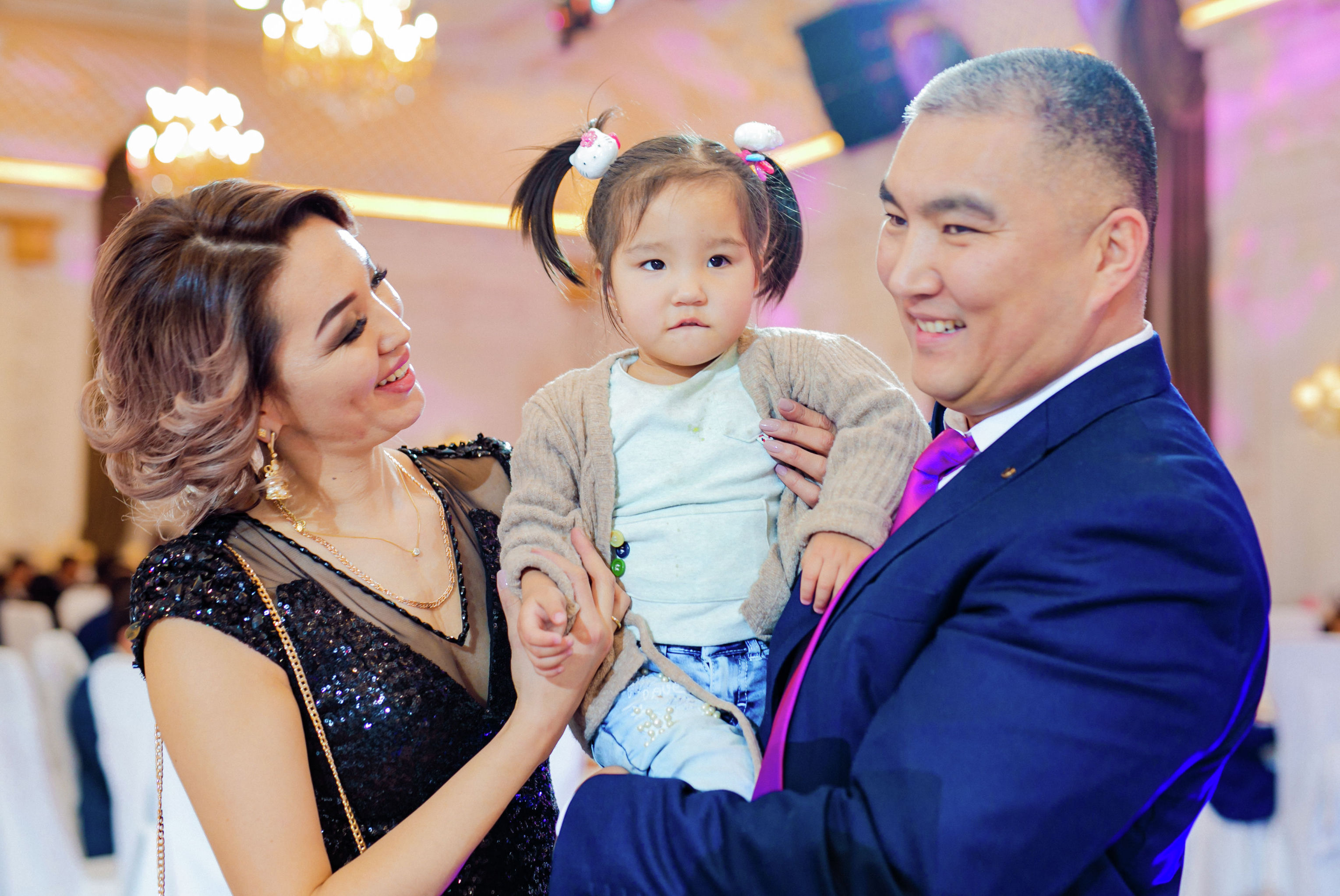 Победительница конкурса красоты Миссис Кыргызстан — 2019 Миргуль Бообекова с семьей