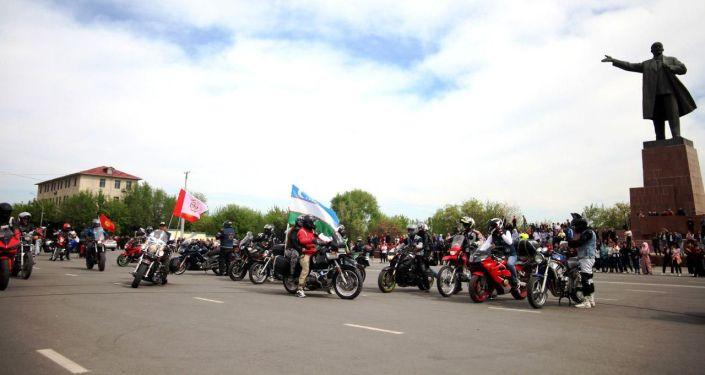 На центральной площади Оша впервые состоялось открытие мотосезона