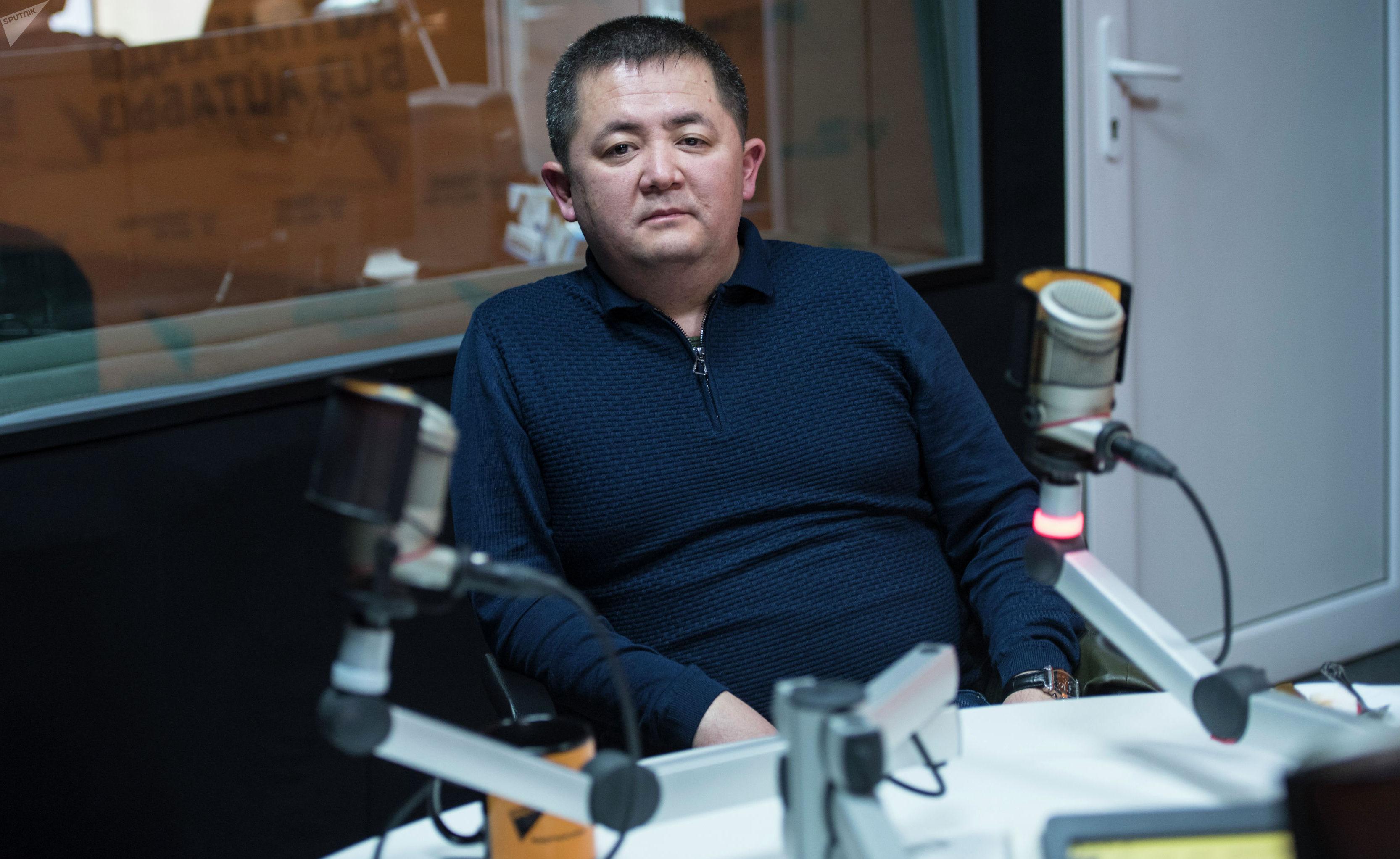 Бизнесмен Токтобек Акматов во время интервью на радиостудии Sputnik Кыргызстан