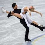 Кейтлин Уивер и Эндрю Поже выступают с произвольной программой танцев на льду на командном чемпионате мира по фигурному катанию в Фукуоке