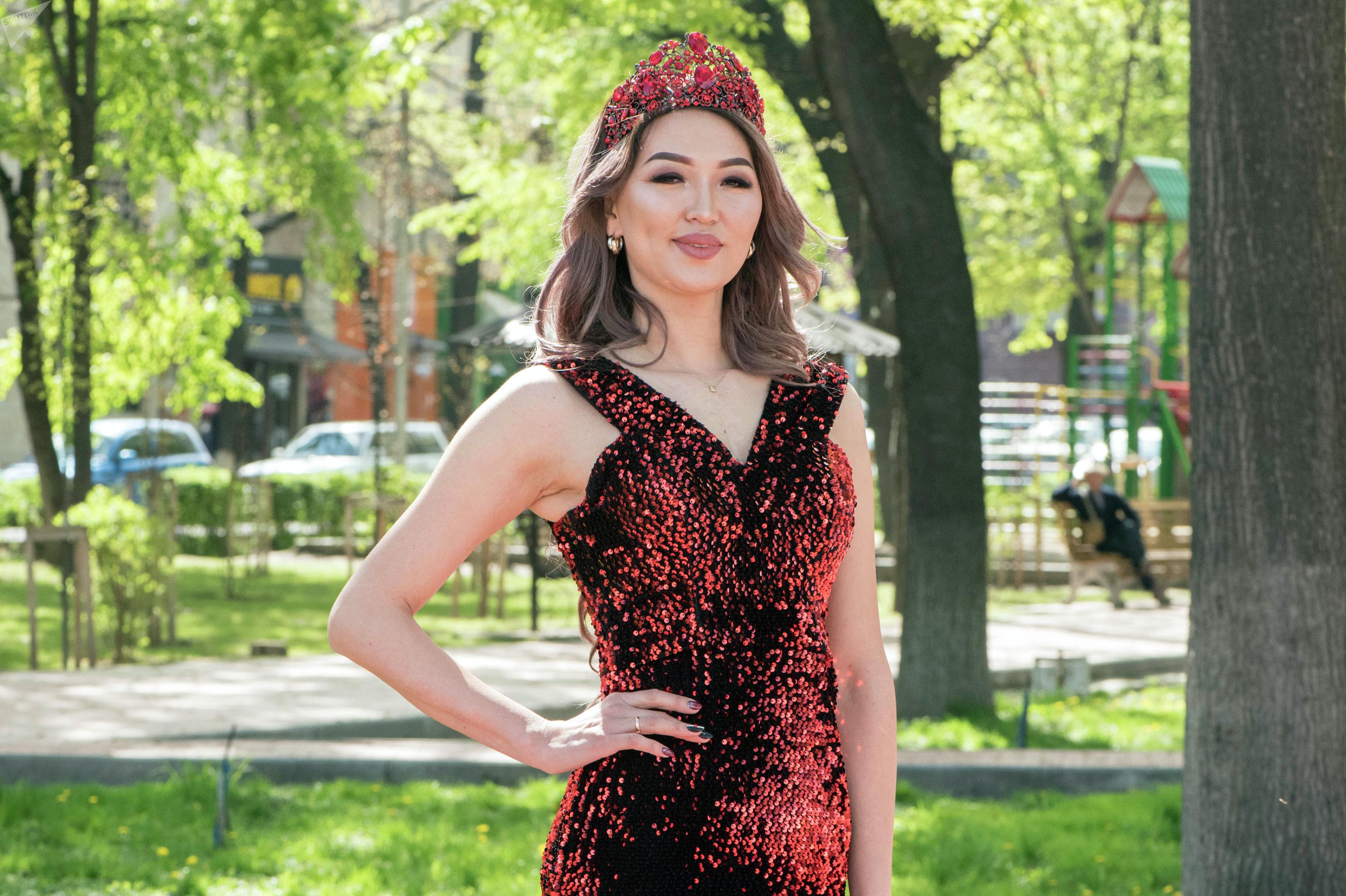 Победительница конкурса красоты Миссис Кыргызстан — 2019 Миргуль Бообекова во время фотосета