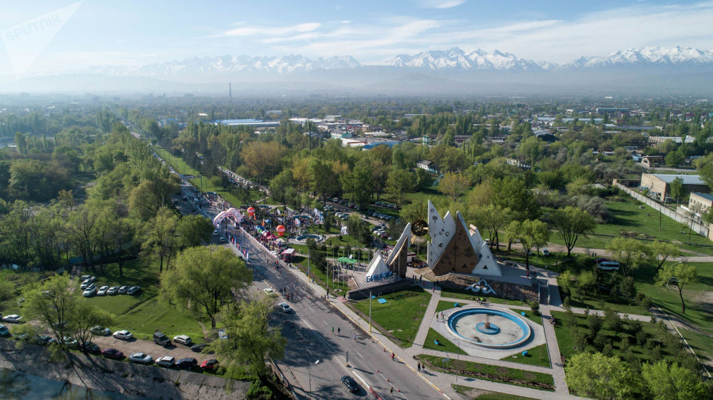 На трассе Бишкек — аэропорт Манас прошел весенний полумарафон Бакай Банк Жаз Деми