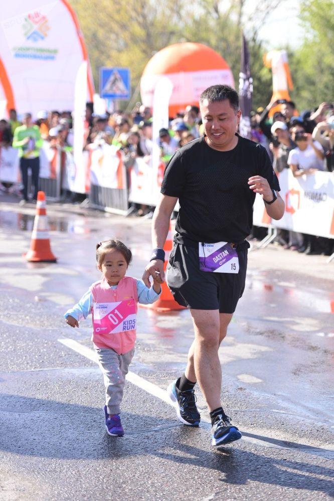 В забегах приняли участие более сотни ребят разного возраста