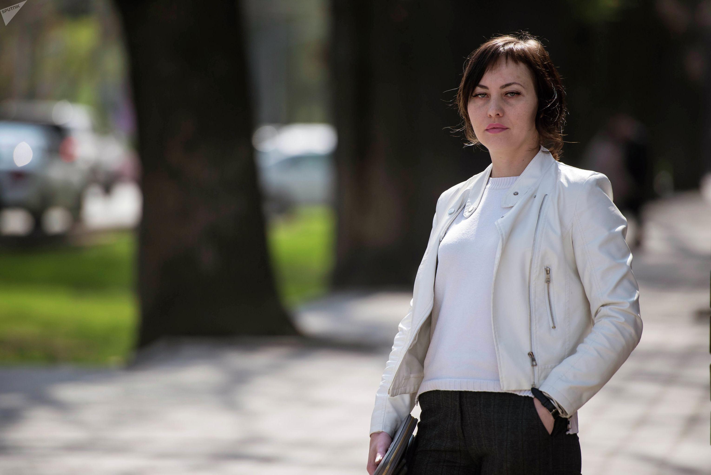 Представитель инициативной группы Совет общественной безопасности (СОБ) Валерия Садыгалиева во время фотосета