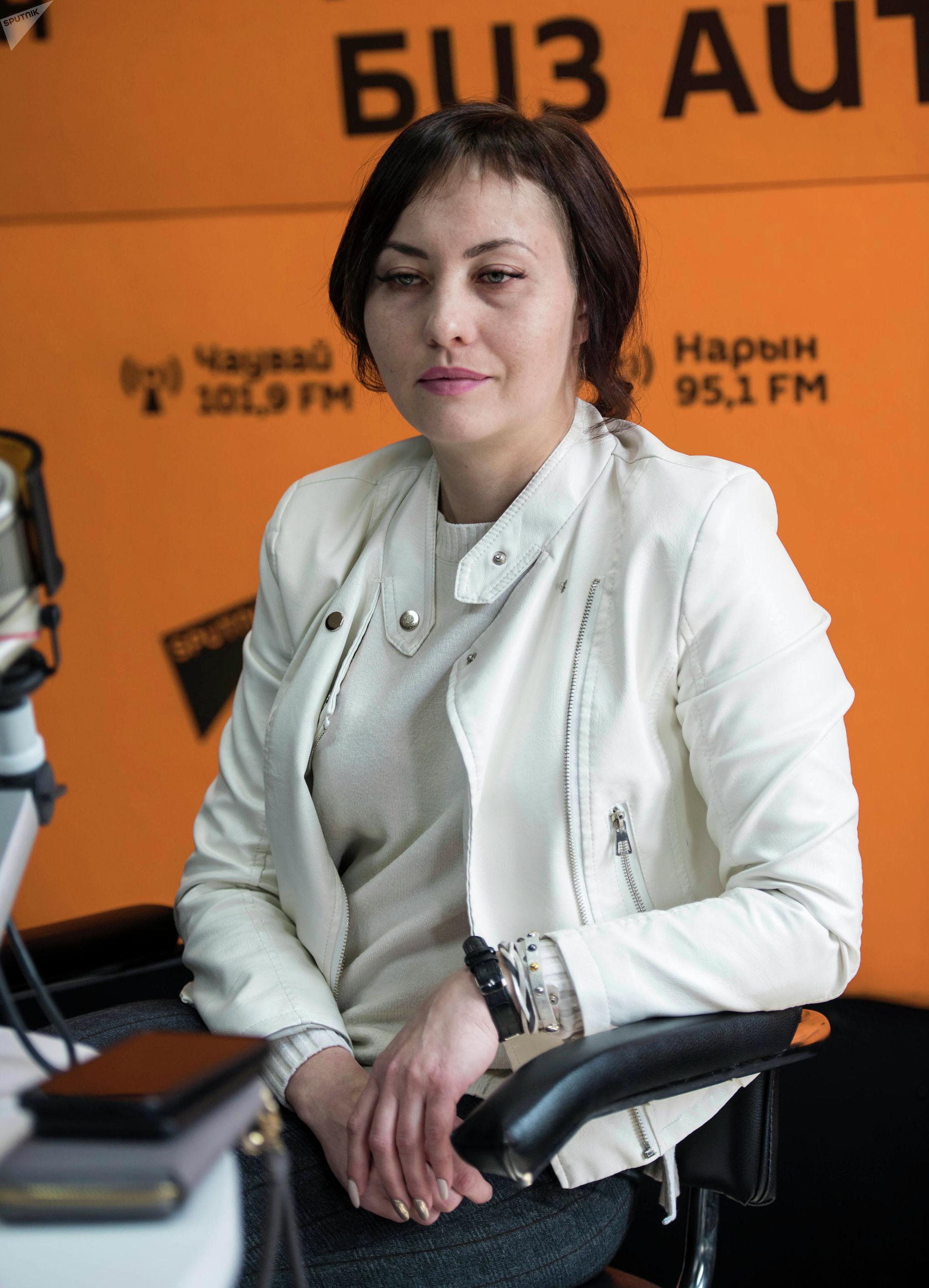 Представитель инициативной группы СОБ Валерия Садыгалиева во время беседы на радио Sputnik Кыргызстан