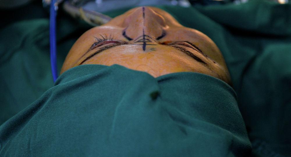 Пластическая хирургия. Архивное фото