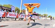 Журналист информационного агентства и радио Sputnik Кыргызстан Эламан Карымшаков на весеннем полумарафоне Бакай Банк Жаз Деми в Бишкеке