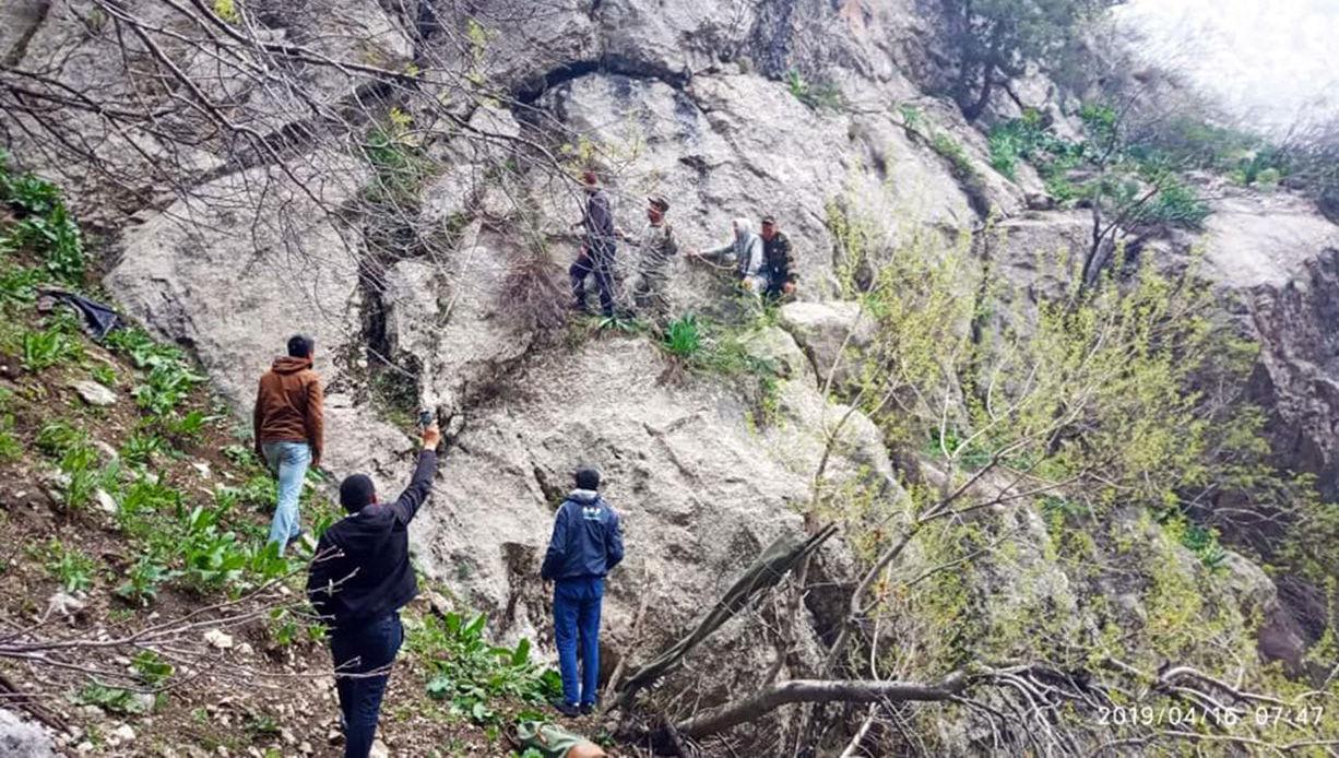 В Джалал-Абадской области спасатели нашли мужчину, который ночью сорвался со скалы
