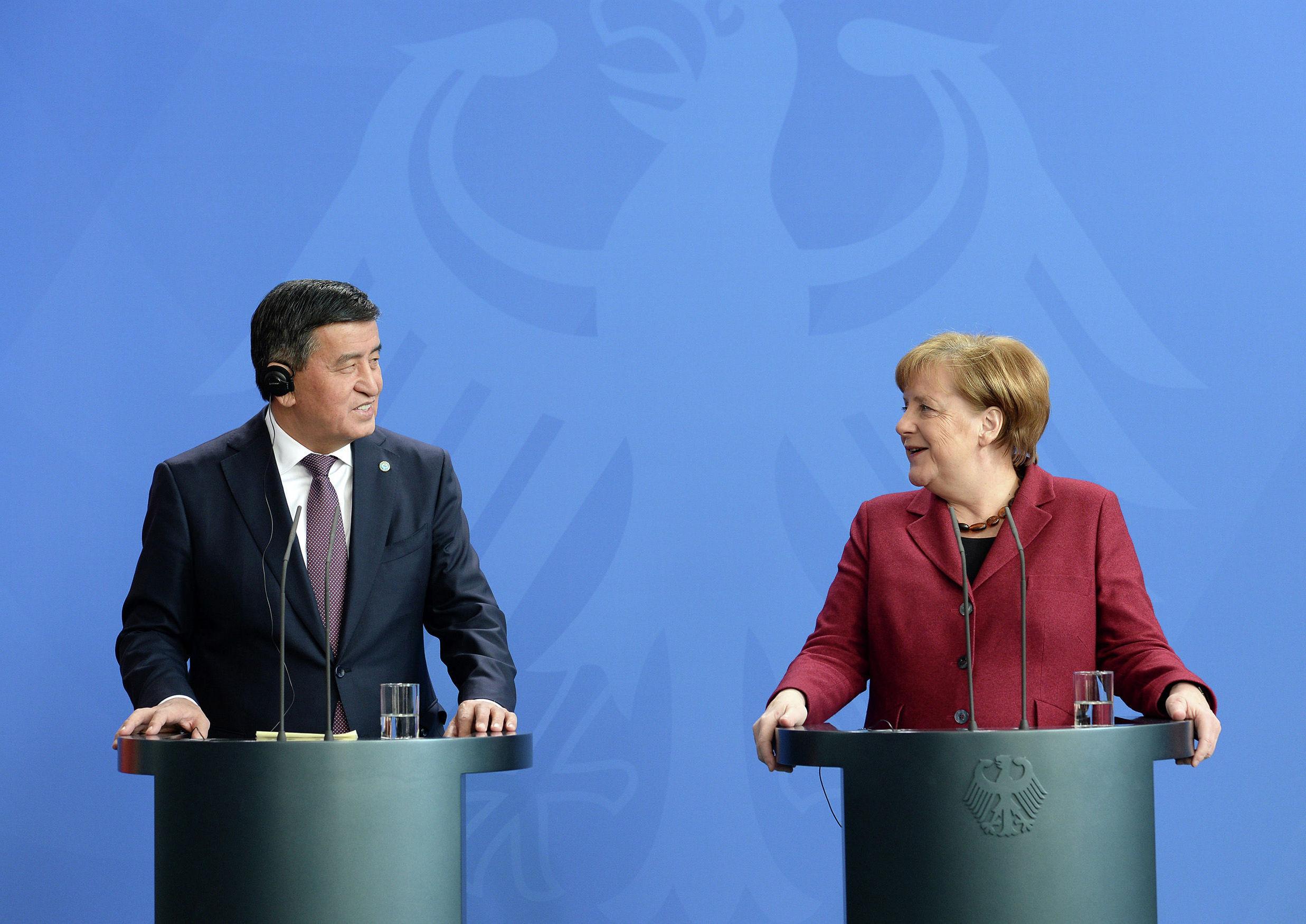 Президент Кыргызской Республики Сооронбай Жээнбеков в рамках официального визита в Германию, встретился с Федеральным канцлером Федеративной Республики Германия Ангелой Меркель