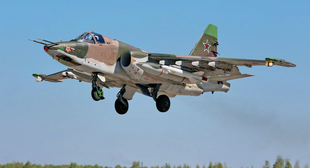Штурмовик Су-25 совершает взлет на авиабазе ОДКБ Кант