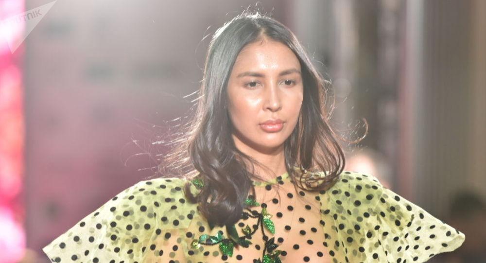 Модель, экс-депутат Динагүл Тасова Kazakhstan Fashion Week мода жумалыгында