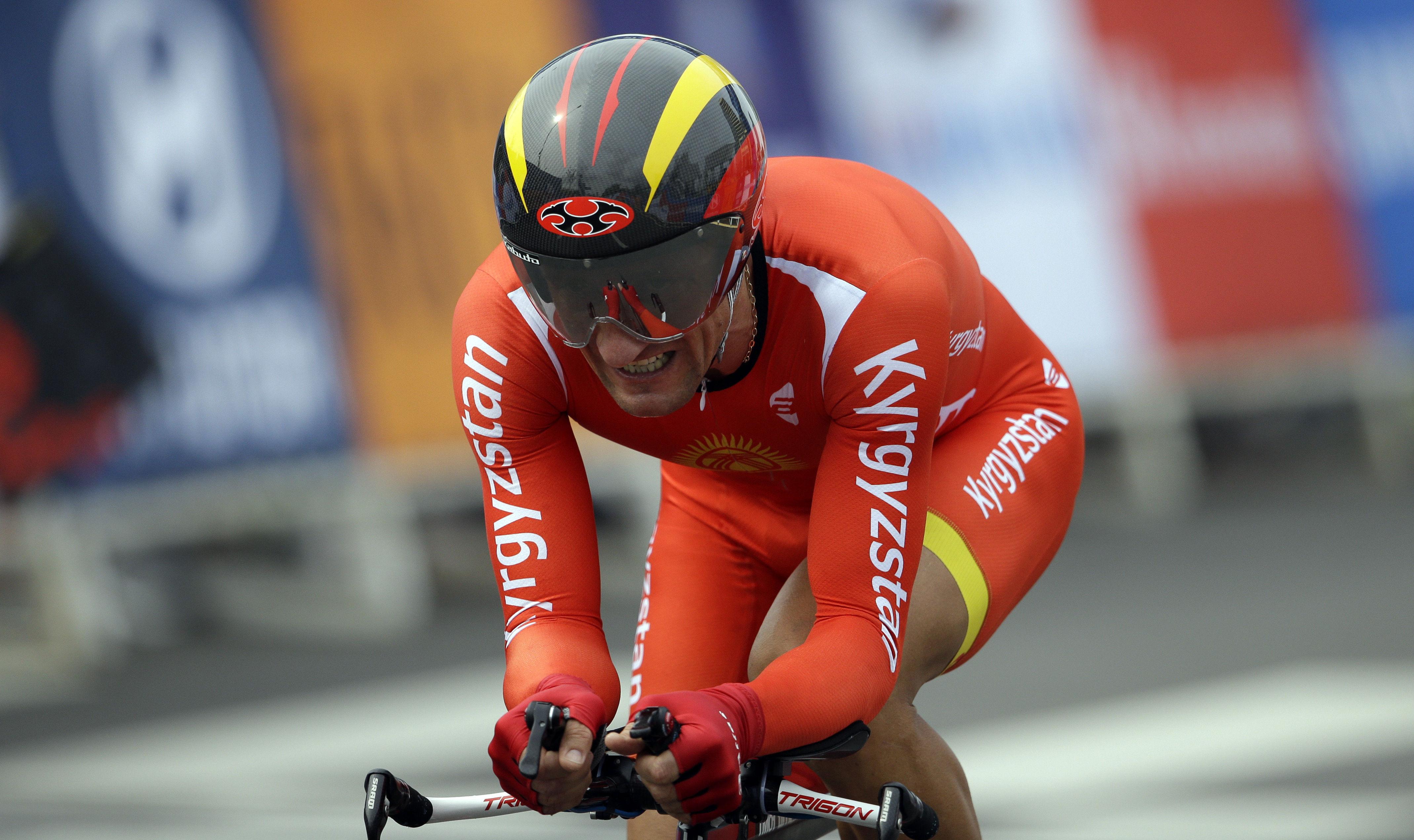 Серебряный призер Кыргызстана Евгений Ваккер конкурирует в мужской езде на велосипеде на 17 Азиатских играх в Инчхоне, Южная Корея. 27 сентября 2014 года