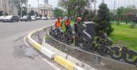 Бишкекте улуттук стилдеги декоративдик тосмолор орнотулуп жатат