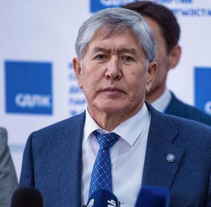 Председатель Социал-демократической партии Кыргызстана, экс-президент Алмазбек Атамбаев. Архивное фото