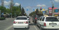 Дорожные знаки по улице Юнусалиева в районе Ортосайского рынка