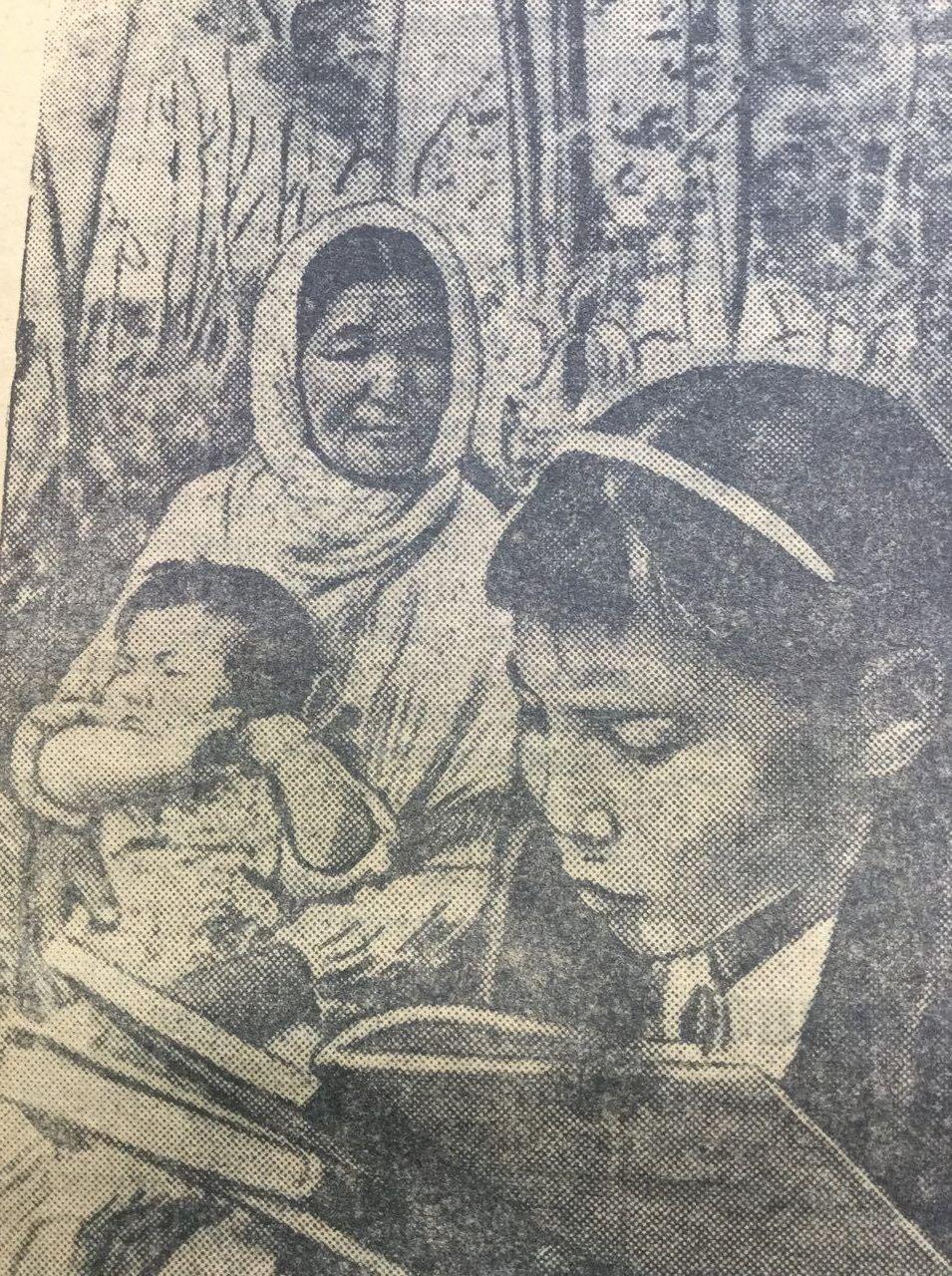Девочка читает книгу. Фотография 1936 года