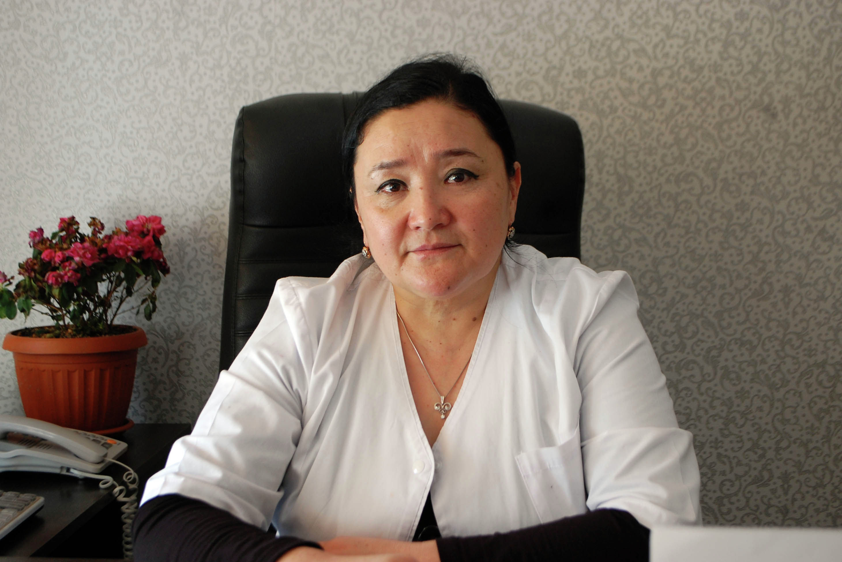Главный врач Ошского областного родильного дома  Гулбара Кенжебаева