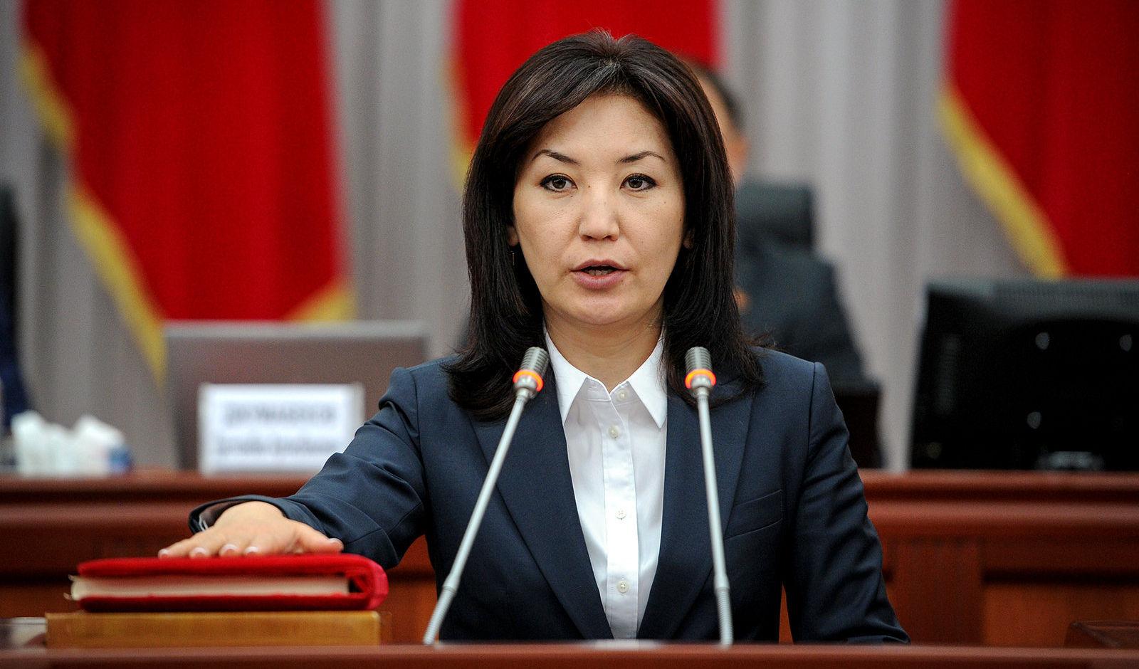 Министр юстиции Айнур Абдылдаева во время присяги