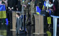 Действующий президент Украины, кандидат в президенты Петр Порошенко и кандидат в президенты от партии Слуга народа Владимир Зеленский во время дебатов в НСК Олимпийский.