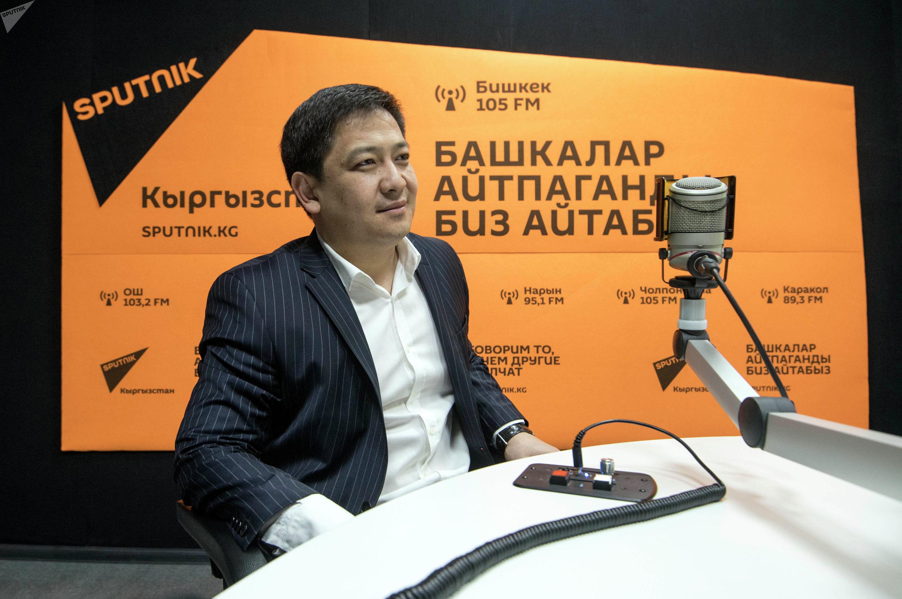 Президент Всемирной федерации Кулатуу эртаймаш ММА Руслан Кыдырмышев во время беседы на радио Sputnik