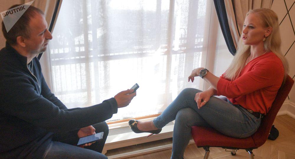 Боец смешанных единоборств Валентина Шевченко (Кыргызстан) во время интервью в Санкт-Петербурге.