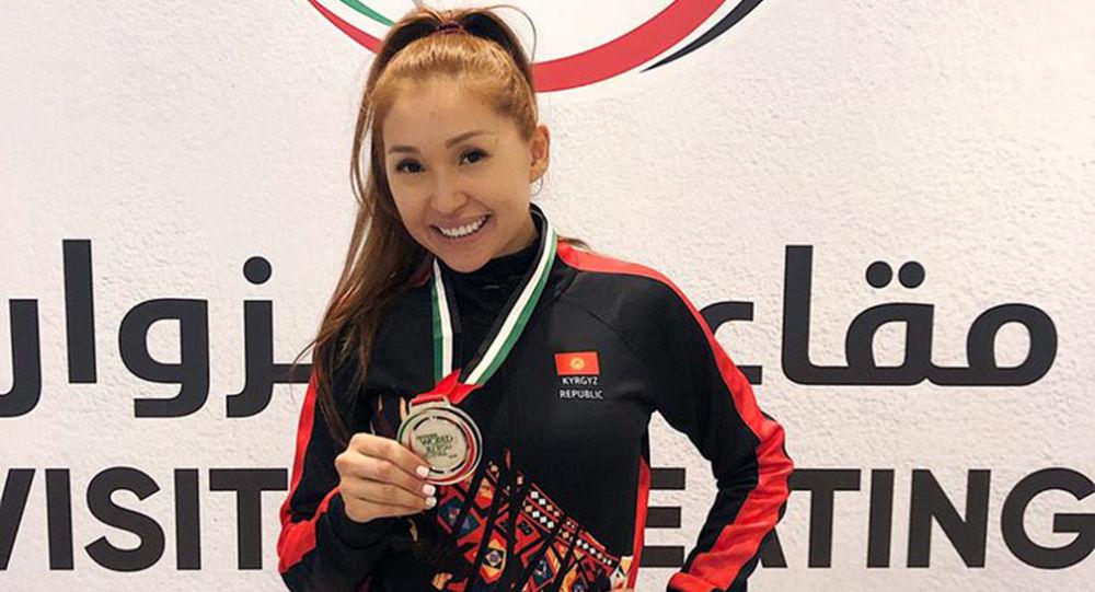 Кыргызстандык балбан Малика Боотаева жиу-житсу боюнча дүйнө чемпионатында күмүш байгеге ээ болду.