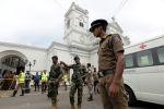 Военные Шри-Ланки стоят у храма Святого Антония в церкви Кочикаде после взрыва в Коломбо, Шри-Ланка, 21 апреля 2019 года