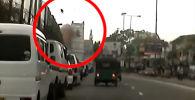 Видеорегистраторго жазылып калган видеодо чиркөөнүн имаратынан коюу түтүн чыкканын көрүүгө болот.