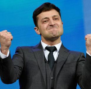 Кандидат в президенты от партии Слуга народа Владимир Зеленский во время дебатов с действующим президентом Украины, кандидатом в президенты Петром Порошенко в НСК Олимпийский
