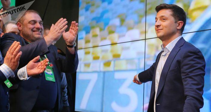 Кандидат в президенты от партии Слуга народа Владимир Зеленский в собственном штабе в конгрессно-выставочном центре Парковый во время объявления первых итогов голосования второго тура выборов президента Украины.