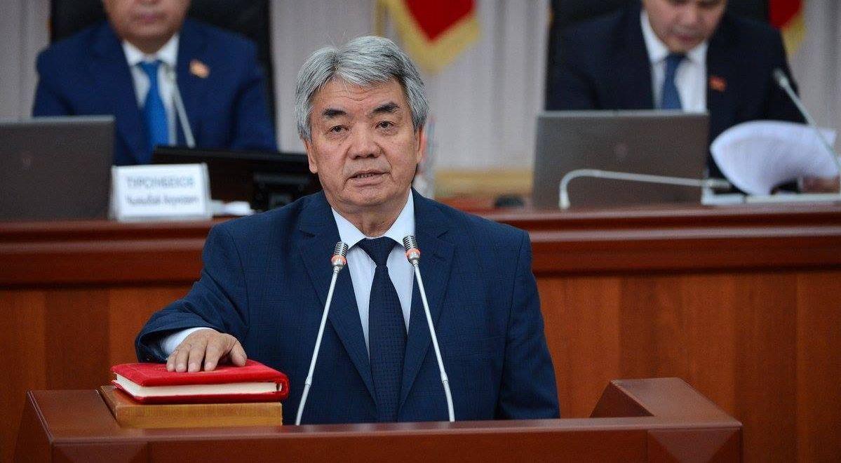 министр культуры, информации и туризма Кыргызской Республики Тугелбай Казаков во время принесения присяги новыми членами правительства КР