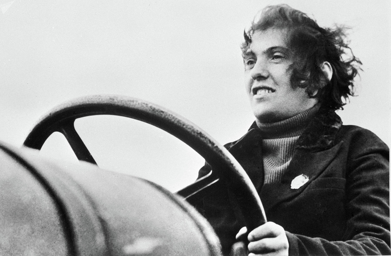 Прасковья Ангелина (1912/13-1959гг.), организатор первой женской тракторной бригады в СССР. Дважды Герой Социалистического труда