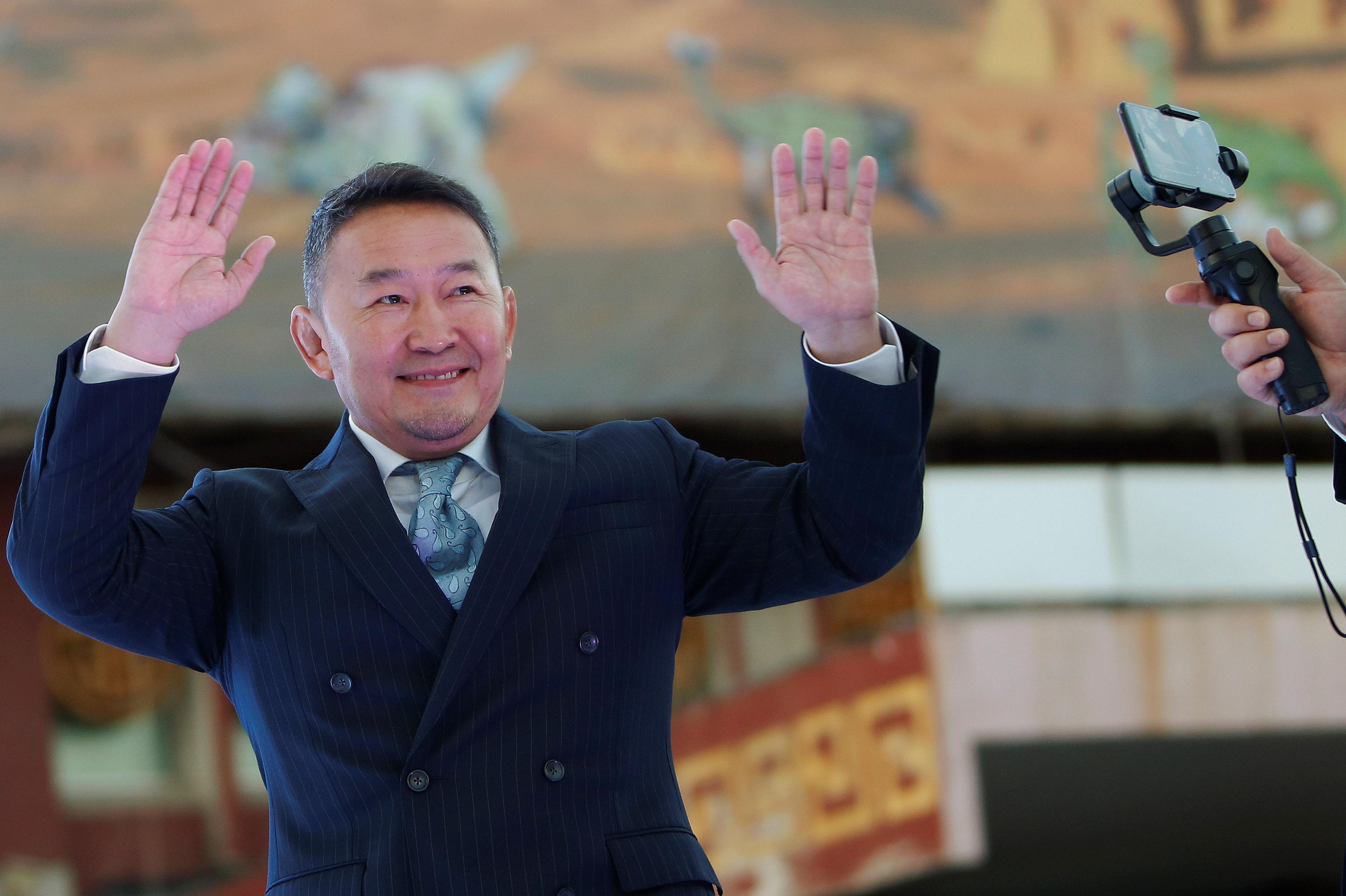 Новоизбранный президент Монголии Халтмаагийн Баттулга празднует победу в президентских выборах, 8 июля 2017 год