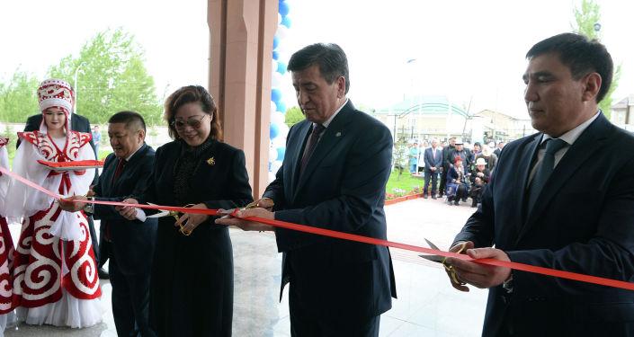 Президент Кыргызской Республики Сооронбай Жээнбеков принял участие в открытии Ошской городской клинической больницы. 22 апреля 2019 года