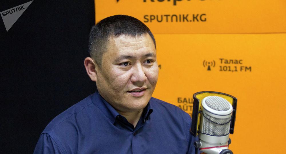 Кыргызстандагы коммерциялык банктардын биринин аймактагы бөлүмүнүн жетекчиси Мирлан Малабек уулу
