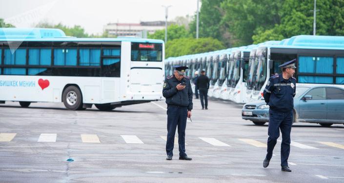 В Бишкек доставили 60 автобусов из Китая, работающих на газе