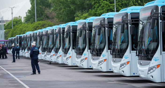 Бишкекке Кытайдан газ менен иштеген 60 автобус алып келинди