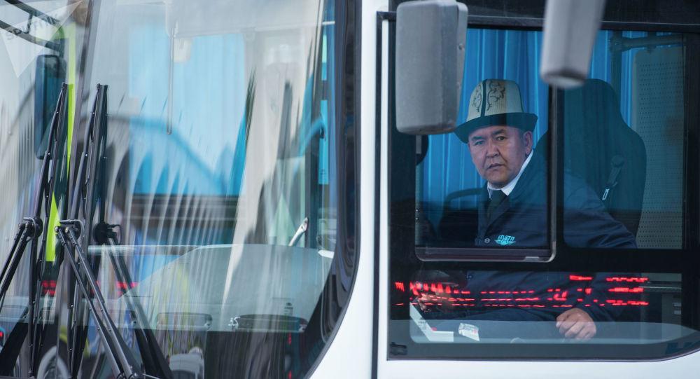 Бишкекке Кытайдан алып келинген автобустар