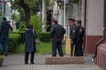 Сотрудники милиции на пересечении улиц Киевской и Тыныстанова, где было сообщение о бомбе