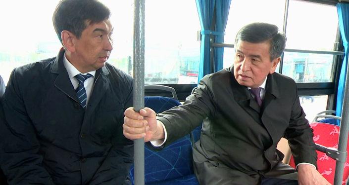Президенту Кыргызстана Сооронбаю Жээнбекову показали автобусы, закупленные мэрией Бишкека из Китая, сообщила его пресс-служба.