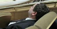 Уснувший чиновник. Архивное фото