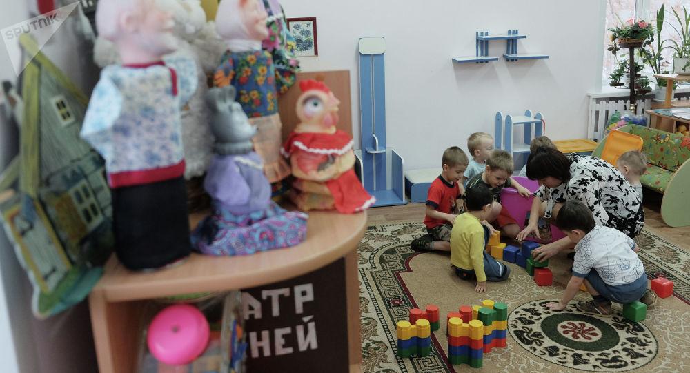 Дети во время игры в детском саду. Архивное фото