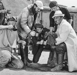 Актер Муратбек Рыскулов во время съемок фильма Небо нашего детства