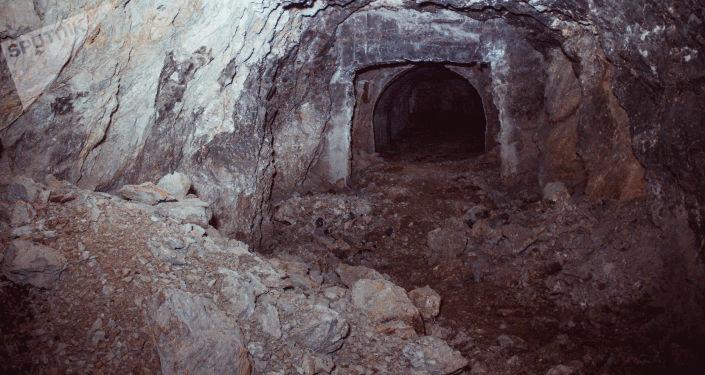 Уран шахтасы. Архивдик сүрөт